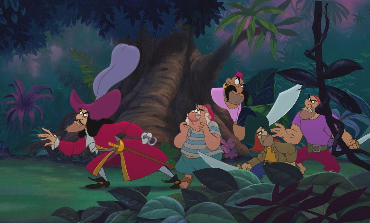 Um an den Schatz zu gelangen, den ihm Peter Pan einst weggenommen hat, kennen Käpt'n Hook (l.) und seine Mannen keinerlei Mitleid - und entführen... - Bildquelle: Disney