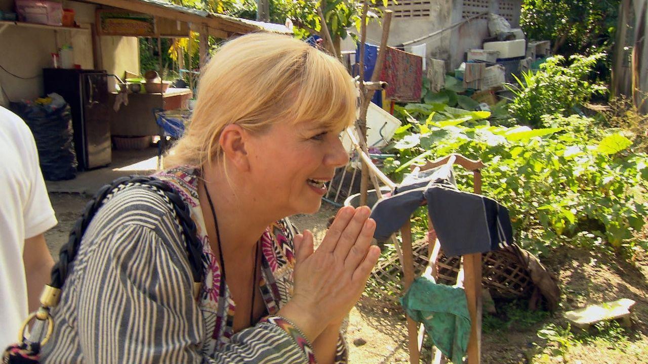 Julia Leischik ist unterwegs in Thailand, in der Hoffnung, eine Familie zusammenführen zu können. - Bildquelle: SAT.1