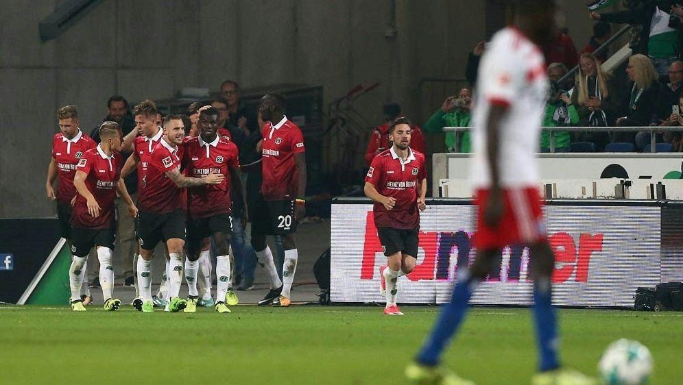 Aufsteiger Hannover 96 gewinnt auch gegen den HSV - Bildquelle: FIROFIROSID