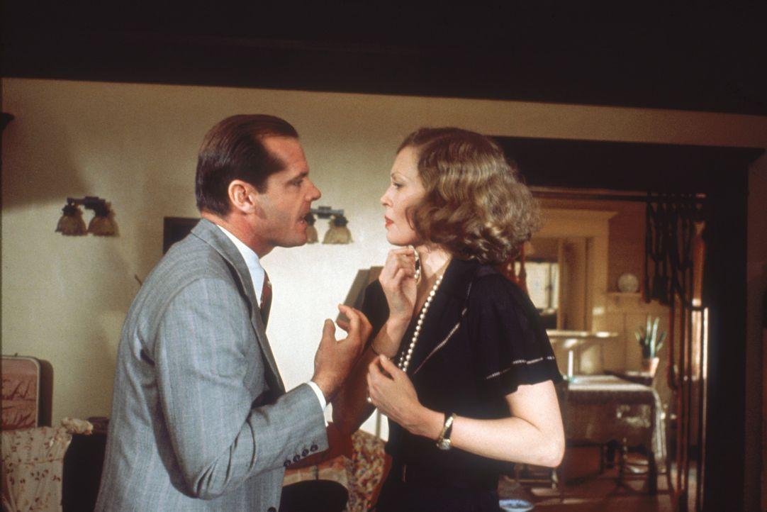 Privatdetektiv Gittes (Jack Nicholson, l.) sollte den Mann von Evelyn Cross Mulwray (Faye Dunaway, r.) beschatten. Als der kurz darauf ermordet wird... - Bildquelle: Paramount Pictures