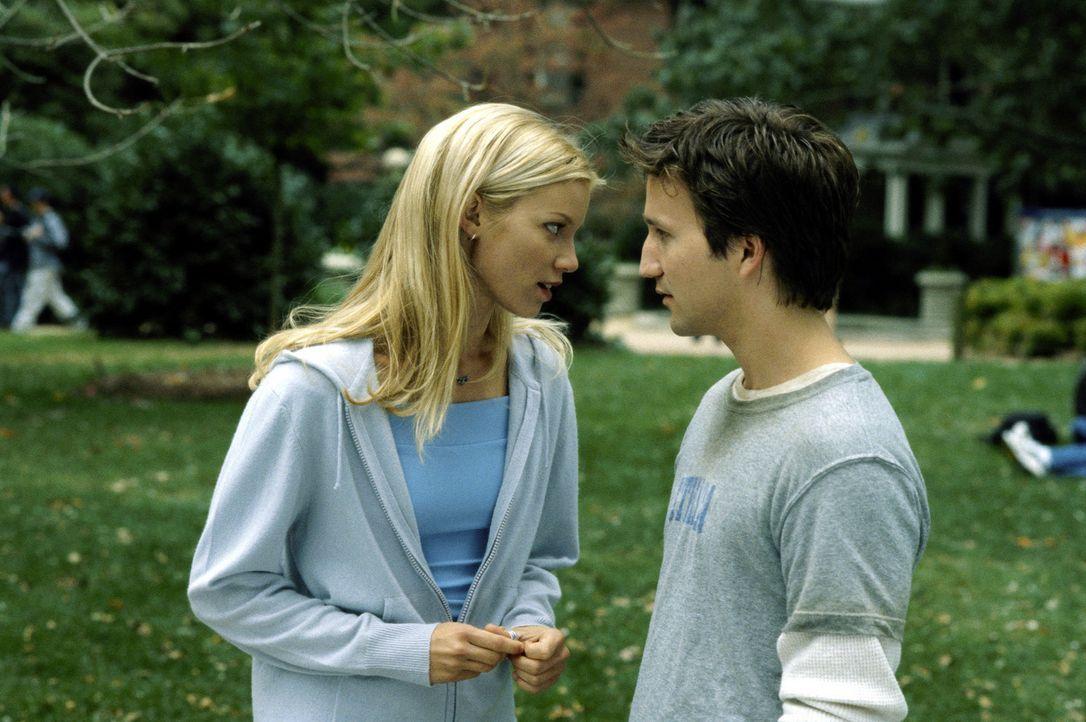 Wer könnte der überaus attraktiven Beth (Amy Smart, l.) schon wiederstehen? Josh (Breckin Meyer, r.) kann dies jedenfalls nicht ... - Bildquelle: TM &   DREAMWORKS L.L.C.