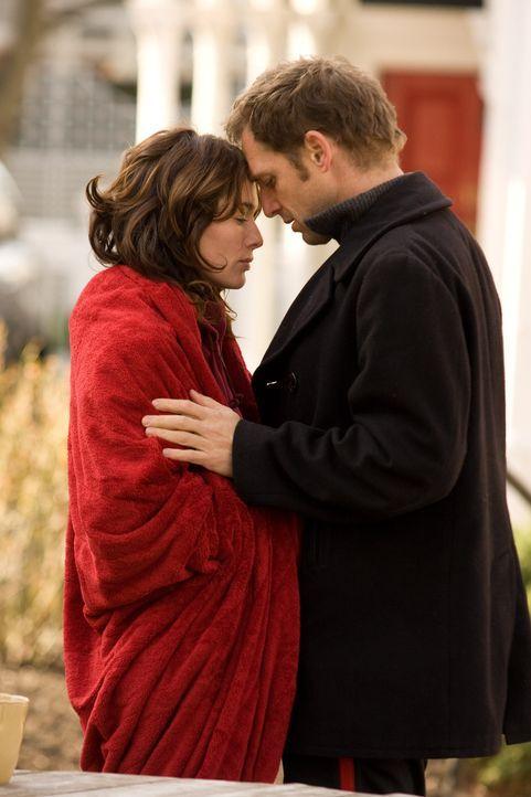 Hoffen auf eine gemeinsame Zukunft: Liz (Lena Headey, l.) und Terry (Josh Lucas, r.). Doch dann erhält der junge Vater ein Spenderherz, das sich au...