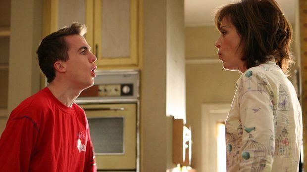 Lois (Jane Kaczmarek, r.) hat das Pfeiffische Drüsenfieber und steckt Malcolm...