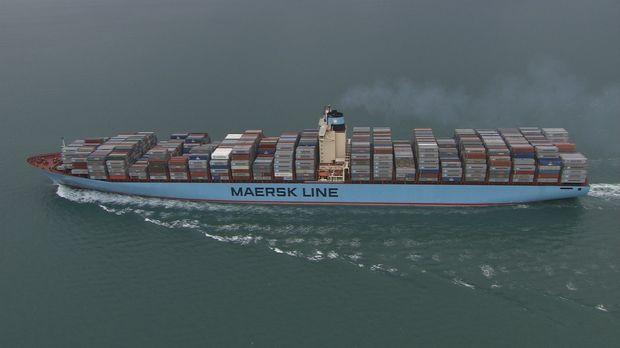 Eines der größten Containerschiffe der Welt, sie kann bis zu 11.000 Schiffcon...