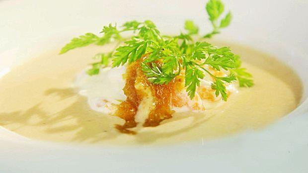 Maronen – Sellerie – Süppchen mit Röstzwiebelpesto