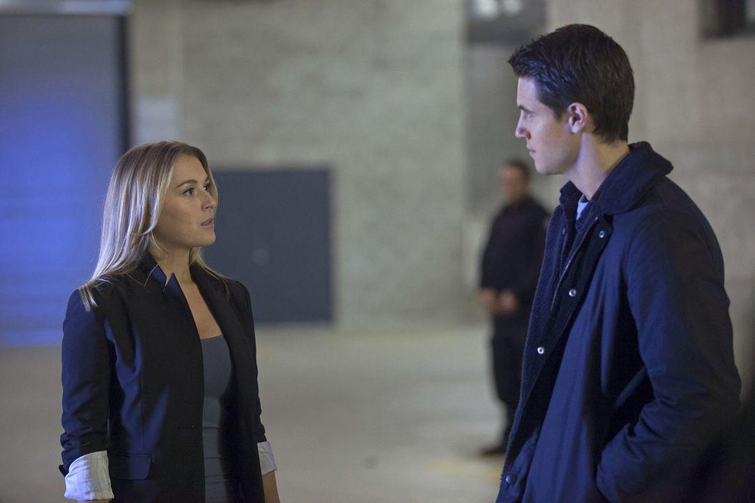 """Als """"Ultra"""" sich auf die Suche nach neuen Agenten begibt, müssen Hillary Cole (Alexa Vega, l.) und Stephen (Robbie Amell, r.) zeigen, was wirklich i... - Bildquelle: Warner Bros. Entertainment, Inc"""