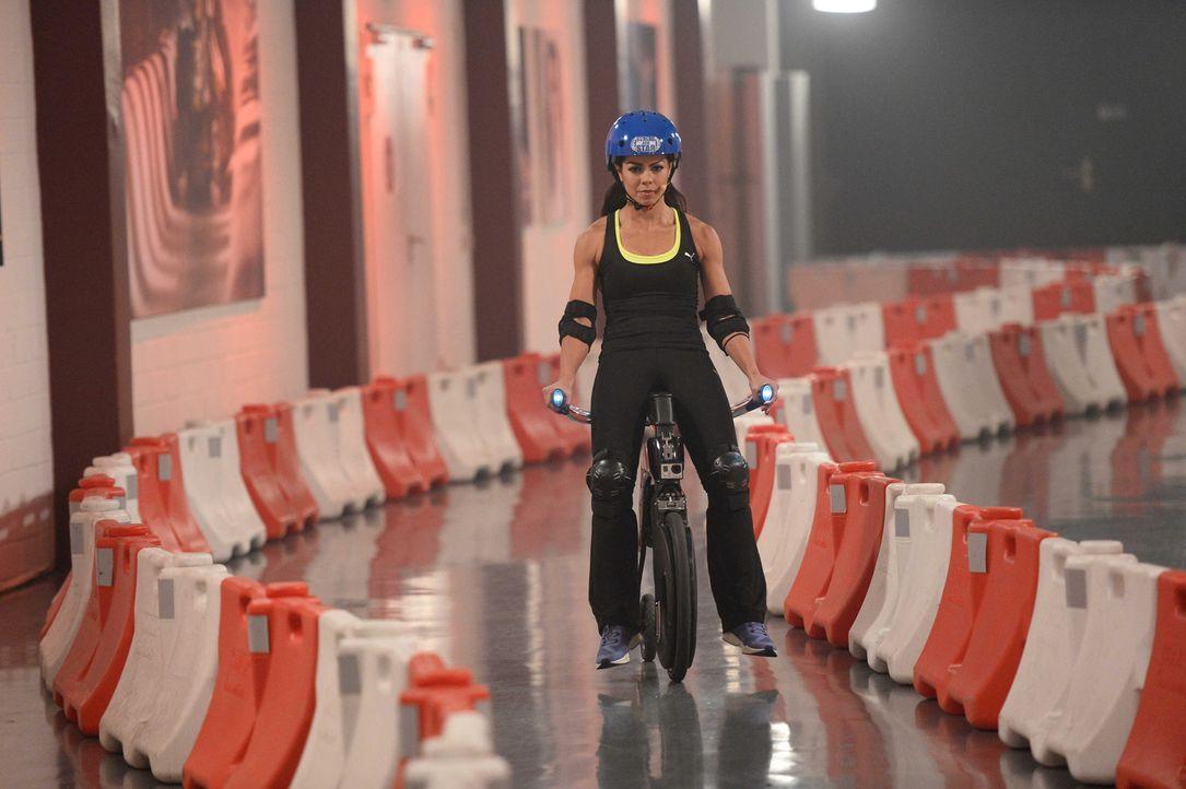 Volle Konzentration: Fernanda Brandao gibt auf dem Yike Bike ihr bestes ... - Bildquelle: Willi Weber ProSieben