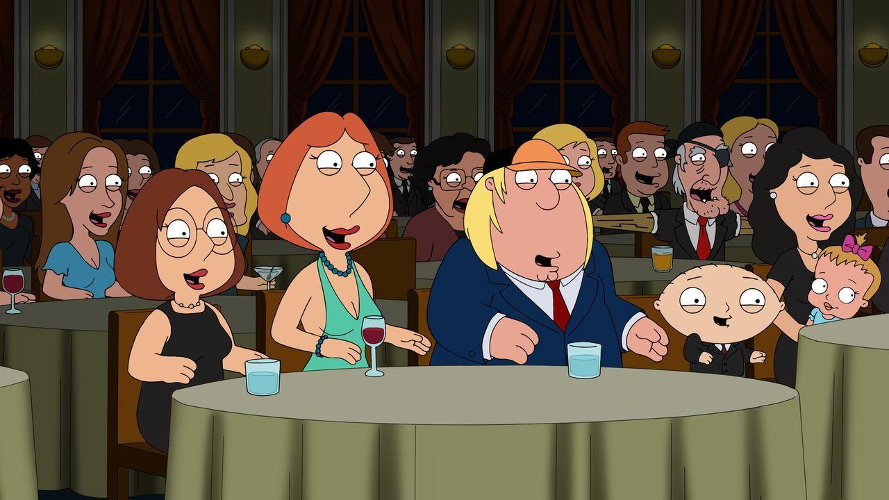 Seine Familie lacht sich kaputt, doch Peter hat ein Problem mit seiner eigenen Idee. Meg (l.), Lois (2.v.l.), Chris (2.v.r.) und Stewie (r.) ... - Bildquelle: 2015-2016 Fox and its related entities. All rights reserved.