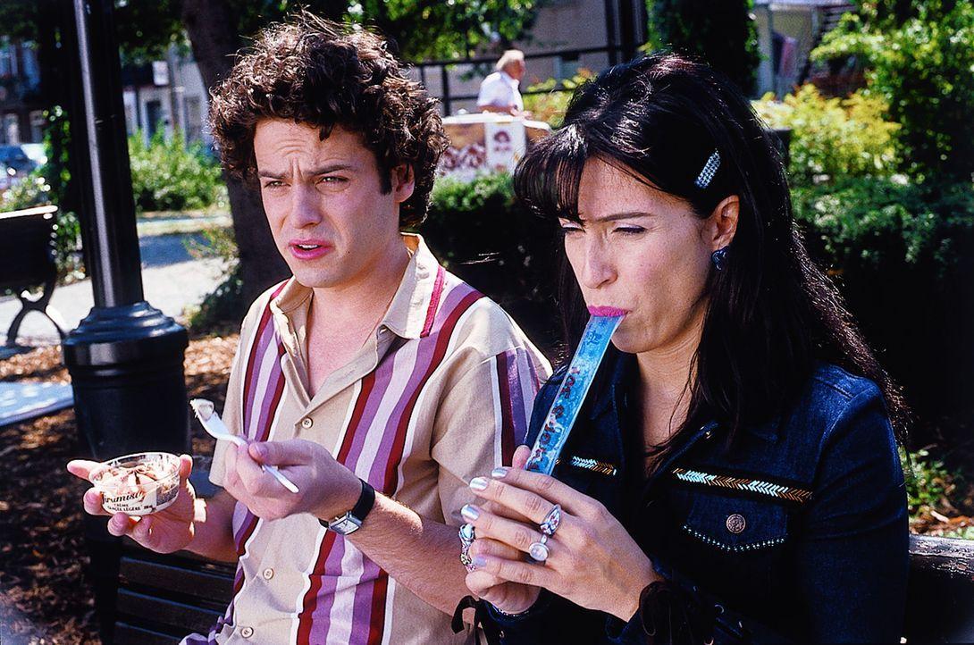 Angelo Berberini (Luke Kirby, l.) und Anna (Claudia Ferri, r.) haben es nicht leicht. Als italienischer Einwandererfamilie in Kanada leben sie zwisc... - Bildquelle: Samuel Goldwyn Films