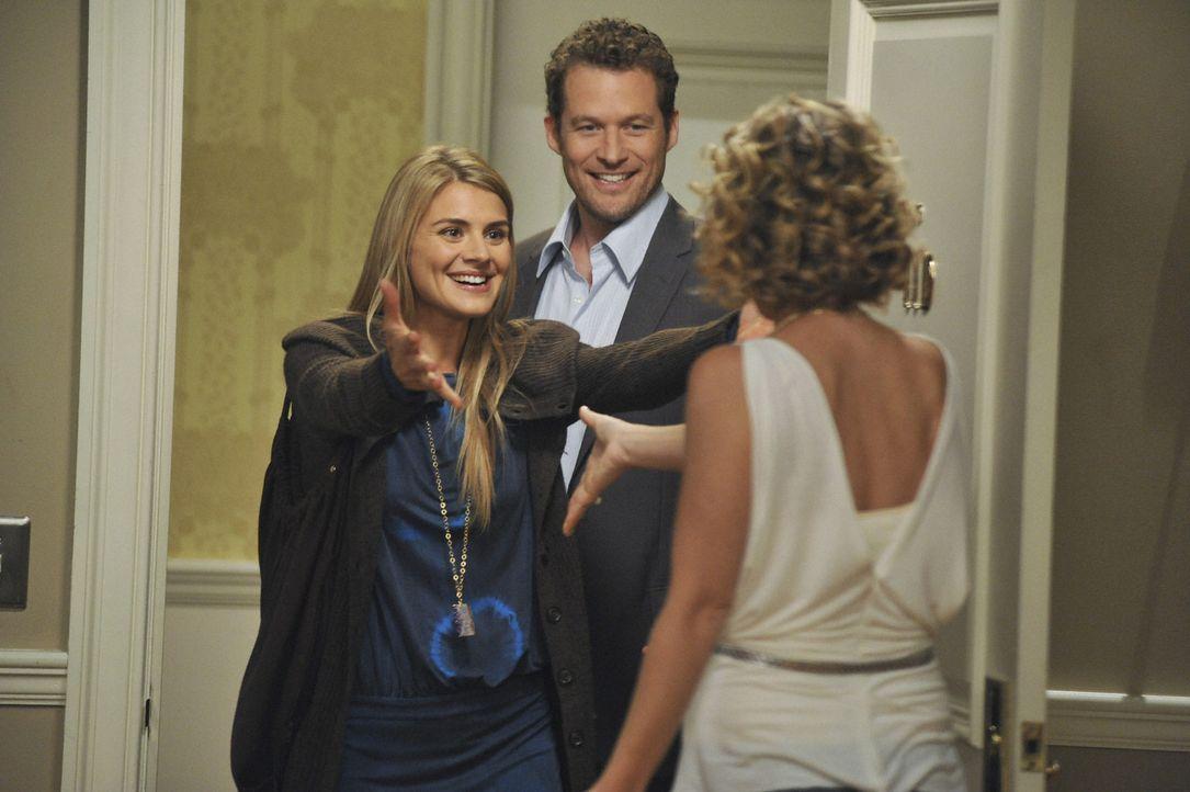 Samantha (Christina Applegate, r.) muss feststellen, dass sich Owens (James Tupper, M.) Ex-Freundin Willow (Eliza Coupe, l.) und Todd kennen ... - Bildquelle: 2008 American Broadcasting Companies, Inc. All rights reserved.