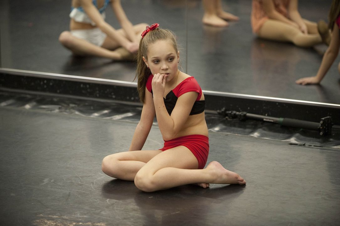 Das neue Thema stellt auch Maddie vor einige Herausforderungen ... - Bildquelle: Scott Gries 2012 A+E Networks
