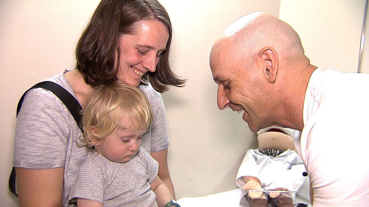 Das deutsche Ärzteehepaar Karola und Norbert (r.) hat sich ihren Traum erfüllt: Sie behandeln auf Fuerteventura deutsche Urlauber. - Bildquelle: kabel eins