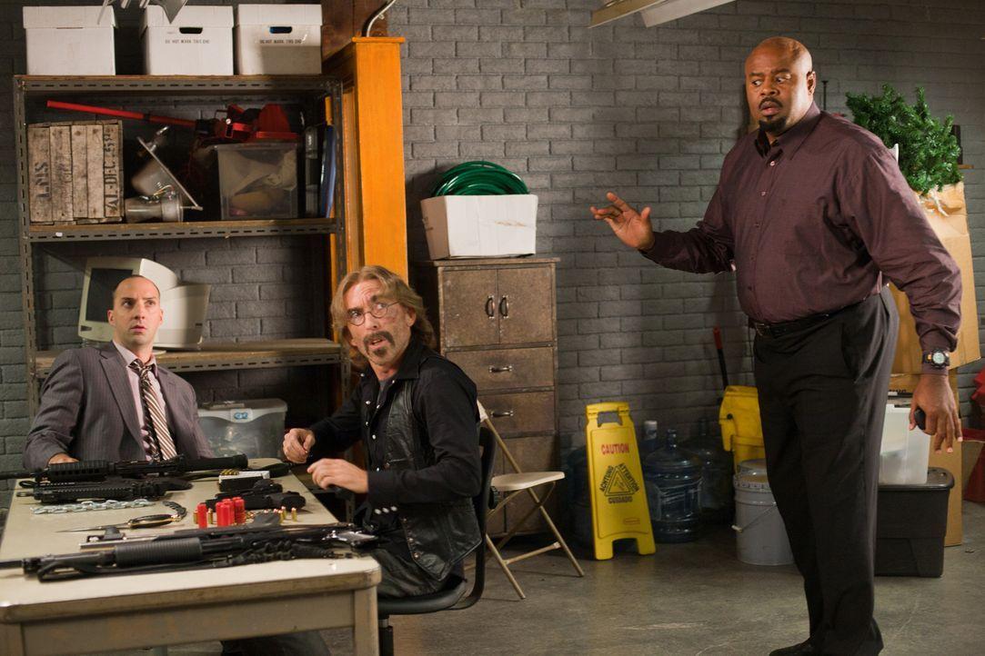 Die Kommunikation zu Ames ist überraschenderweise abgebrochen, doch Harry (Tony Hale, l.), Guerrero (Jackie Earle Haley, M.) und Winston (Chi McBrid... - Bildquelle: 2011  Warner Bros.