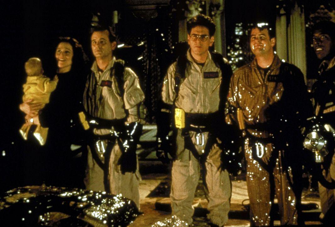 Wieder einmal steckt die Welt in Schwierigkeiten und kommt deshalb nicht an den Ghostbusters vorbei: Dr. Peter Venkman (Bill Murray, l.), Dr. Egon S... - Bildquelle: 1989 Columbia Pictures Industries, Inc. All Rights Reserved.