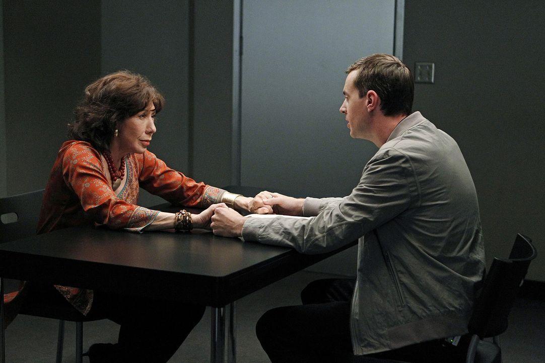 Bei einem neuen Fall, stößt McGee (Sean Murray, r.) auf seine Großmutter Penelope (Lily Tomlin, l.). Doch was hat sie damit zu tun? - Bildquelle: CBS Television