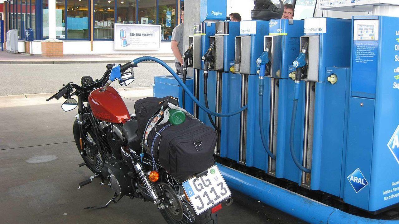 Tankstopp Nummer 9 - Bildquelle: Kabel eins