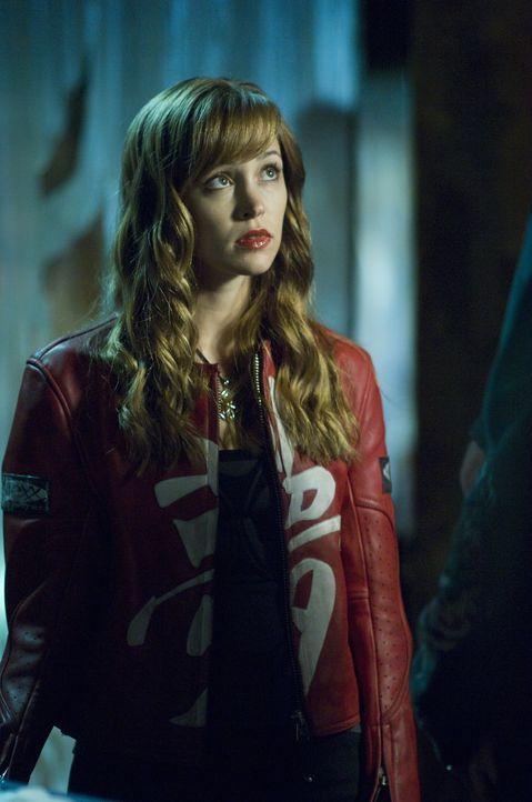 Als Nicole (Autumn Reeser) auf einer Party unwissentlich das Blut eines Vampirs trinkt, mutiert sie zu einer Halbvampirin. Ihr Bruder hat nur eine C... - Bildquelle: Warner Brothers