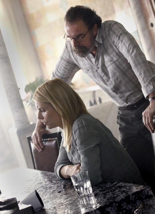 Haben eine schwierige Aufgabe zu meistern: Carrie (Claire Danes, l.) und Saul (Mandy Patinkin, r.) ... - Bildquelle: 20th Century Fox International Television