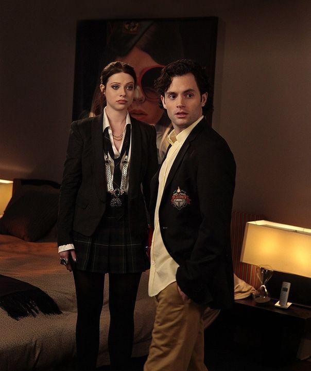 Dan (Penn Badgley, r.) trifft auf Georgina (Michelle Trachtenberg, l.) und macht dabei eine schockierende Entdeckung ... - Bildquelle: Warner Bros. Television
