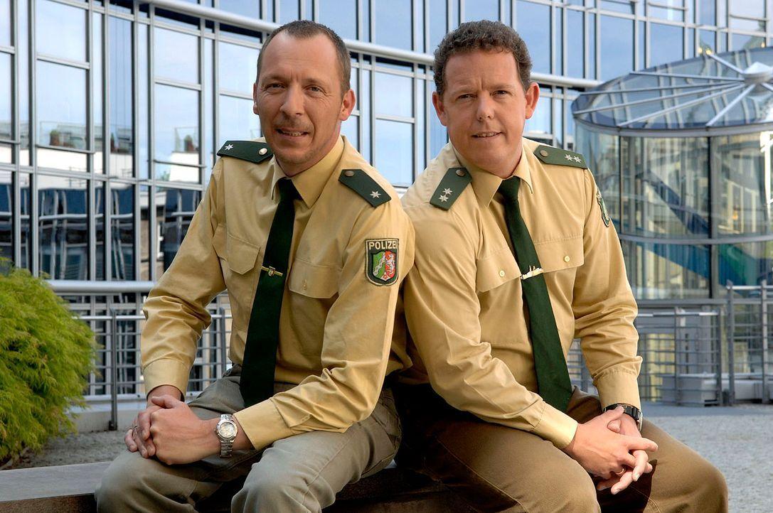 Das Team von der Hauptwache Bochum löst auch alltägliche Einsätze mit Herz und Einfühlungsvermögen. Toto (r.) und Harry (l.) sind immer da, wenn man... - Bildquelle: kabel eins