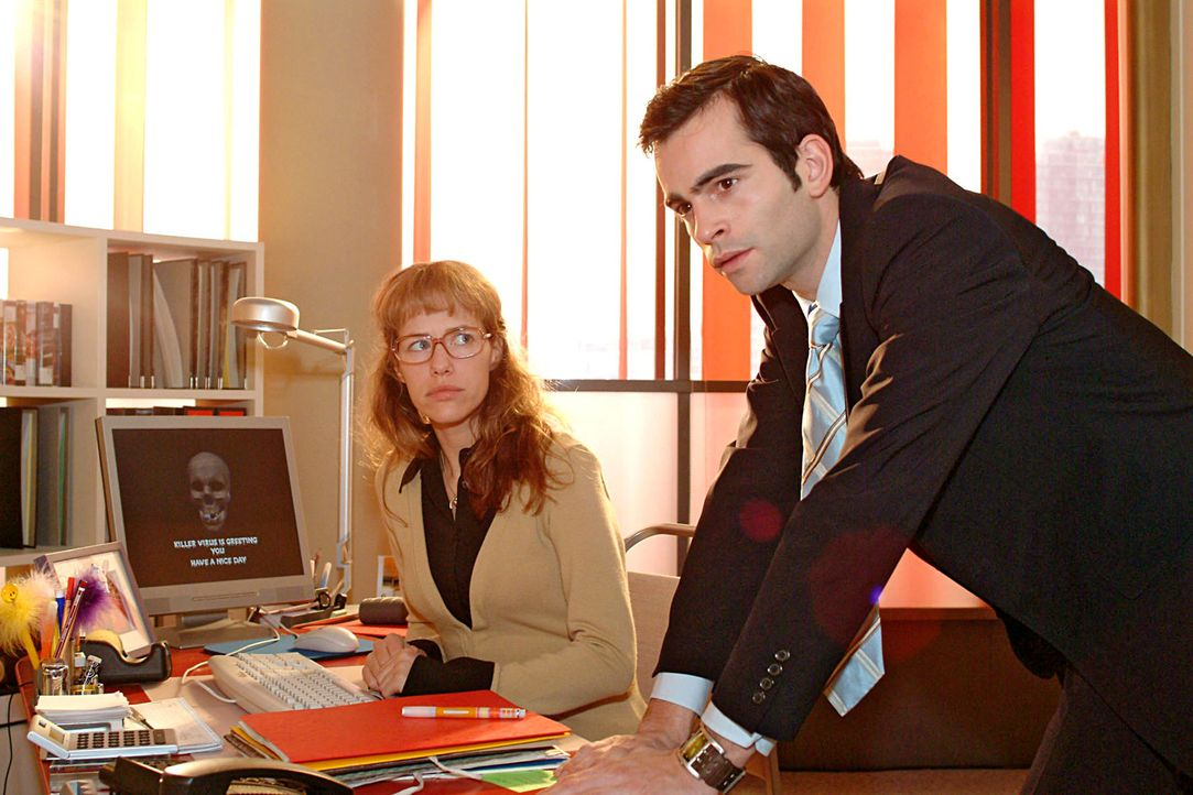 Ausgerechnet vor der entscheidenden Vorstandssitzung streikt der Computer - David (Mathis Künzler, r.) ist fassungslos: Gelingt es Lisa (Alexandra... - Bildquelle: Sat.1