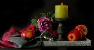 Herbstdekoration mit Kerze
