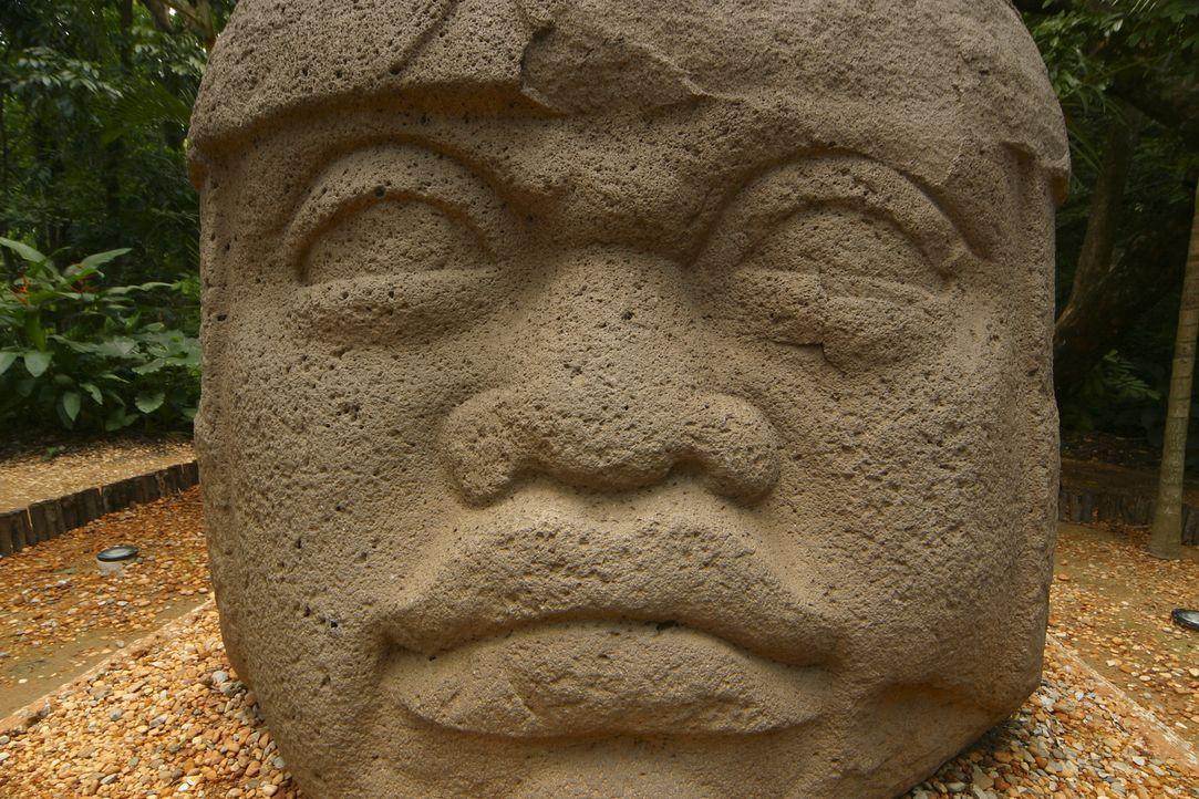 Berühmt sind die Maya für den Anbau von Mais, ihre Mathematik, ihre Bauten und für ihren hochentwickelten Kalender, geschrieben in Maya-Schrift. Doc... - Bildquelle: Prometheus Entertainment