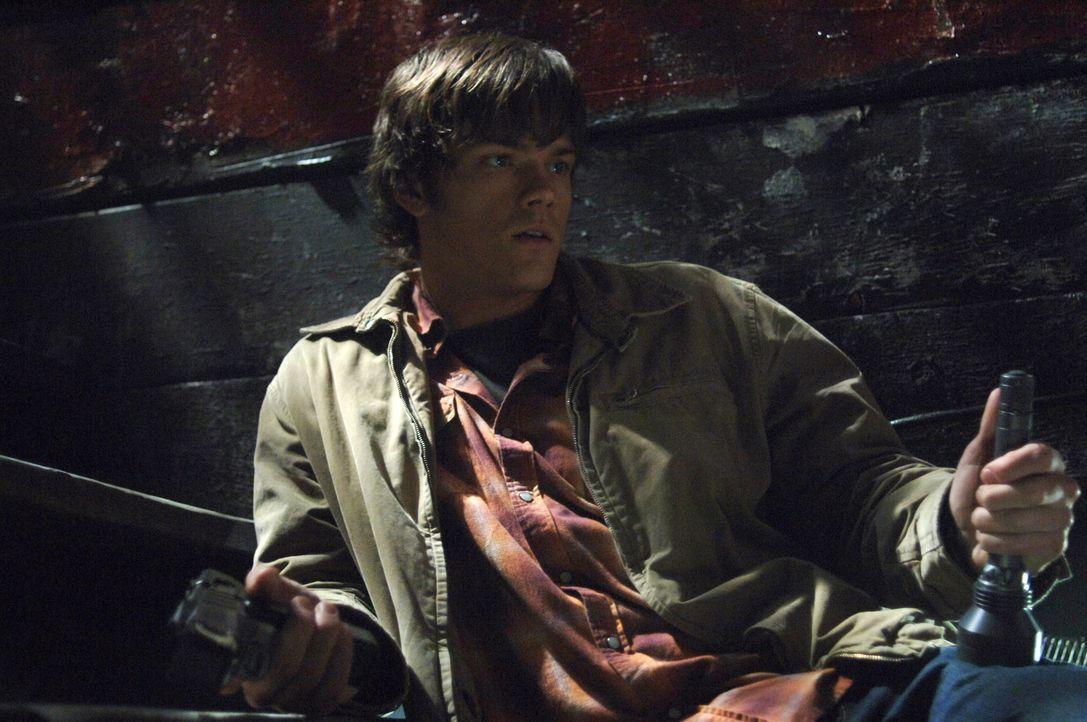 Als Sam (Jared Padalecki) seinem Bruder zur Hilfe kommen möchte, findet er ihn bewusstlos vor - voller Sorge bringt er ihn ins Krankenhaus ... - Bildquelle: Warner Bros. Television