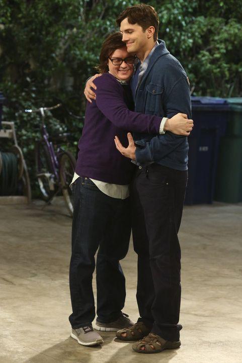 Computerfreak Barry (Clark Duke, l.) scheint etwas dagegen zu haben, dass sich Walden (Ashton Kutcher, r.) mit seiner ehemaligen Chefin treffen möch... - Bildquelle: Warner Brothers Entertainment Inc.