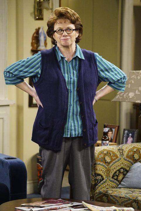 Mike ist wütend, weil Molly in letzter Zeit nicht mehr für ihn kocht und seine Wäsche wäscht. Von seiner Mutter Peggy (Rondi Reed) erhofft er sich d... - Bildquelle: Warner Brothers