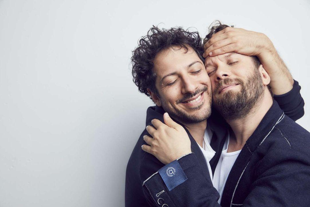 (2. Staffel) - Lassen keine Peinlichkeit aus und ecken unverhältnismäßig an: Fahri Yardim (l.) und Christian Ulmen (r.) ... - Bildquelle: Jens Koch maxdome/ ProSieben