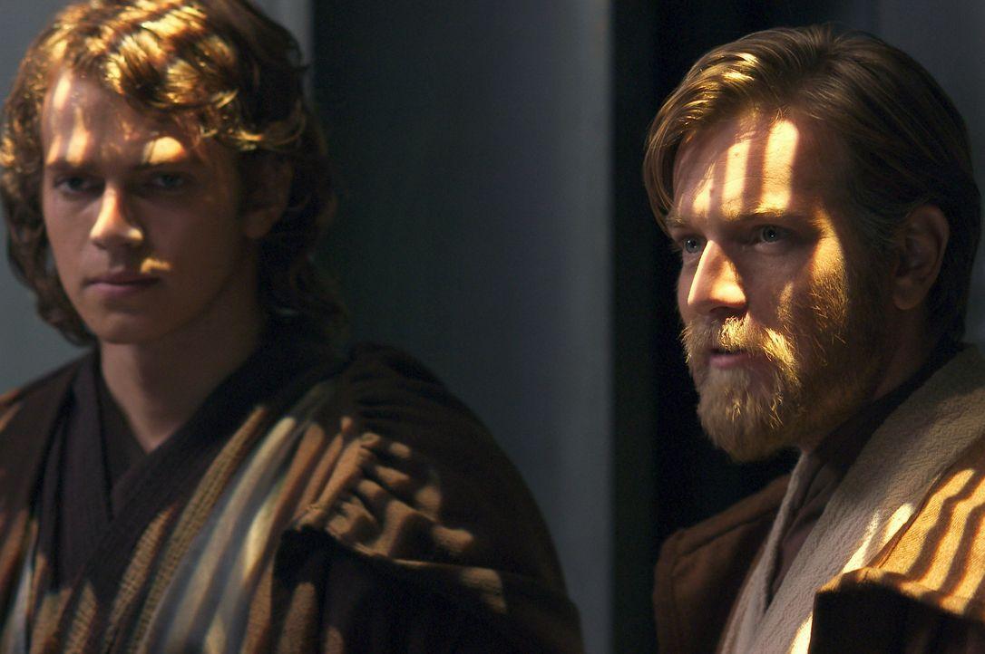 Mit der Entführung von Kanzler Palpatine droht die Galaxis endgültig im Chaos zu versinken. Die Jedi Obi-Wan Kenobi (Ewan McGregor, r.) und Anakin... - Bildquelle: Lucasfilm Ltd. & TM. All Rights Reserved.