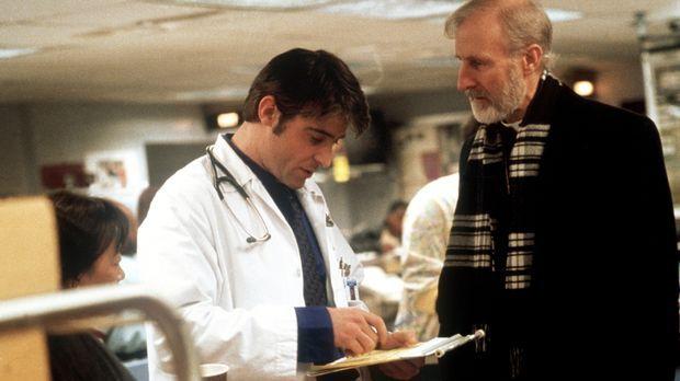 Dr. Kovac (Goran Visnjic, l.) verschreibt Bischof Stewart (James Cromwell, r....