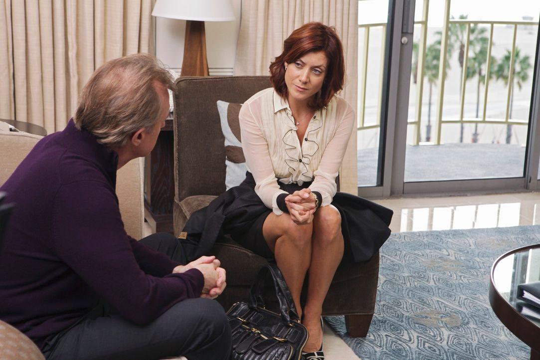 Obwohl Addison (Kate Walsh, r.) eigentlich nichts mehr mit ihrem Vater (Stephen Collins, l.) zu tun haben möchte, stellt sie sich der Sache, als er... - Bildquelle: ABC Studios
