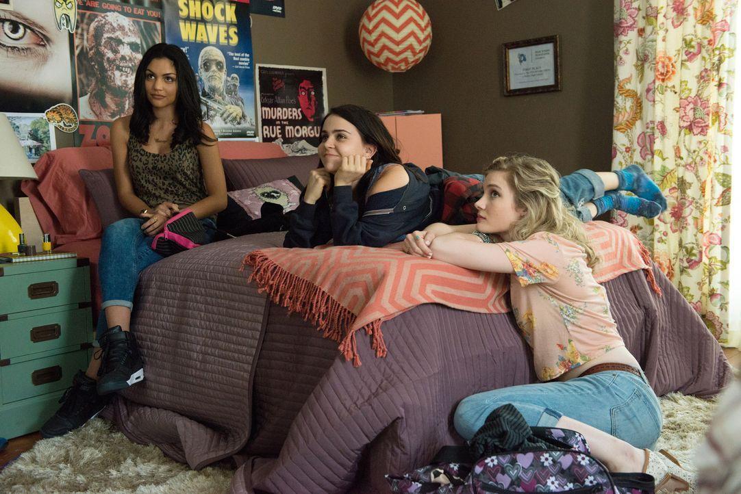 Casey (Bianca A. Santios, l.), Bianca (Mae Whitman, M.) und Jess (Skyler Samuels, r.) sind beste Freunde und das, obwohl sie unterschiedlicher nicht... - Bildquelle: 2015 Granville Pictures Inc. ALL RIGHTS RESERVED.