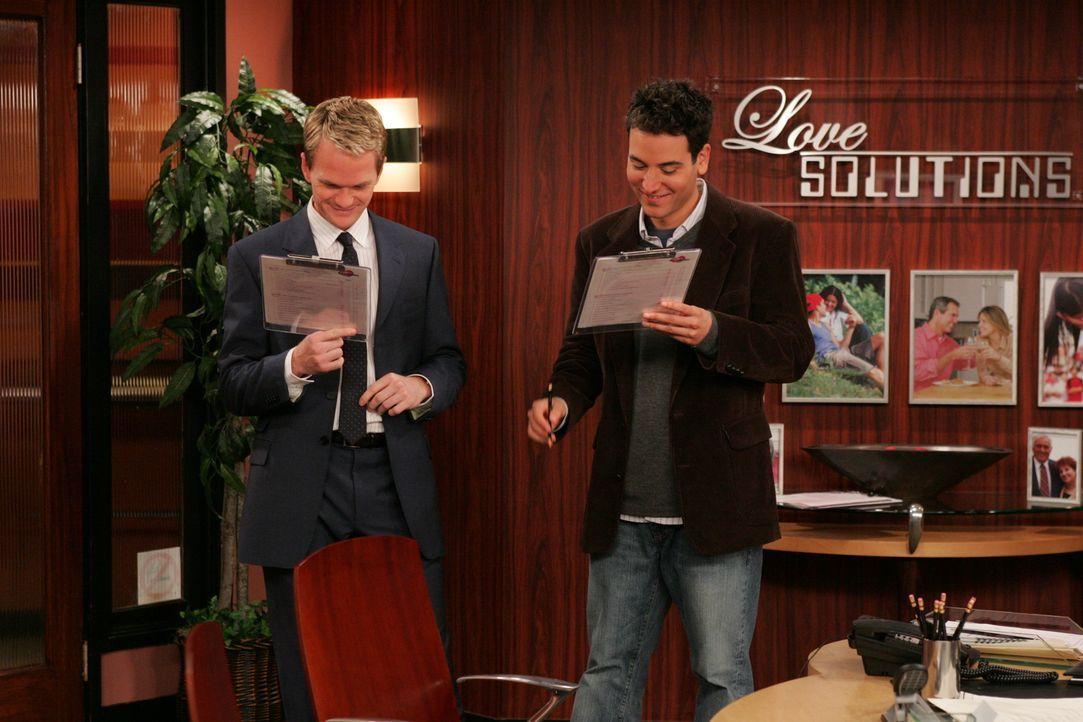 Barney (Neil Patrick Harris, l.) überredet seinen Freund Ted (Josh Radnor, r.), mit ihm eine Partnervermittlerin aufzusuchen. Während Ted immer noch... - Bildquelle: 20th Century Fox International Television
