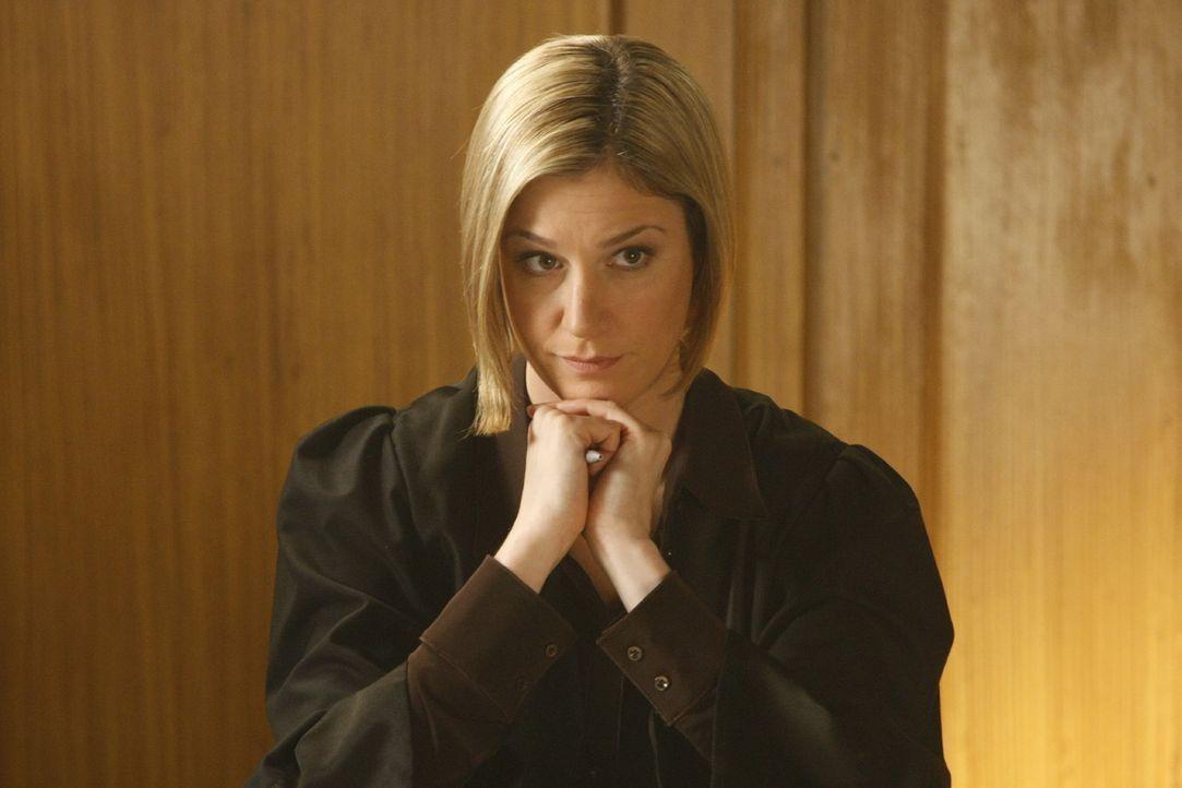 Oliver Ex-Freundin und neue Anwältin in seiner Kanzlei macht Danni das Leben nicht immer leicht: Nina Berger (Julia Stinshoff) ... - Bildquelle: SAT.1