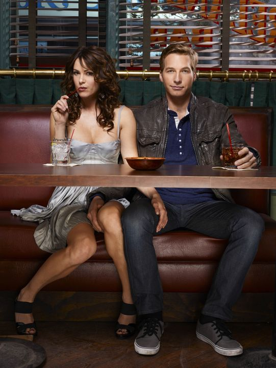 (1. Staffel) - Friends with Benefits: Ben (Ryan Hansen, r.) und Sara (Danneel Ackles, l.) ... - Bildquelle: Mitchell Haaseth NBC Universal, Inc.
