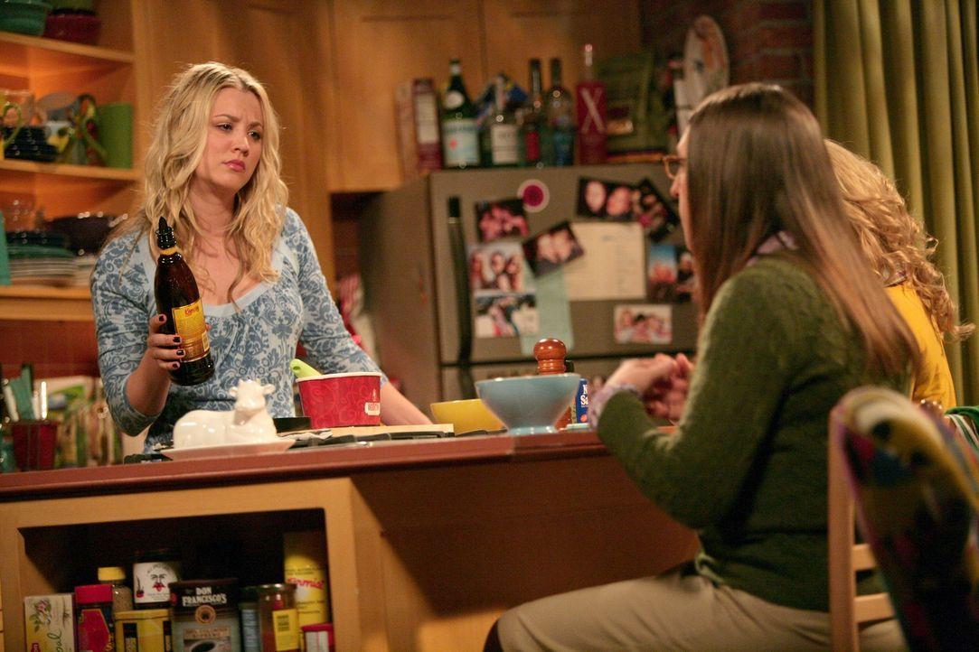 Mädchenabend: Penny (Kaley Cuoco, l.), Amy (Mayim Bialik, M.) und Bernadette (Melissa Rauch, r.) ... - Bildquelle: Warner Bros. Television