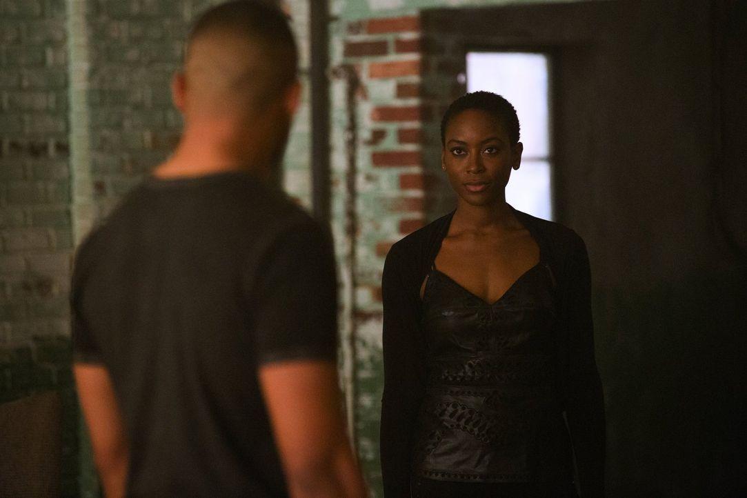 Wessen Blutlinie gehört Aya (Tracy Ifeachor) an? - Bildquelle: Warner Bros. Entertainment Inc.