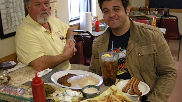 Bevor Adam (r.) bei der Fifth-Third-Burger-Challenge in Grand Rapids antreten...