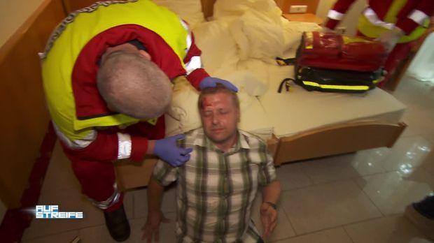Auf streife video verletzt und bewusstlos im for Hotelzimmer teilen