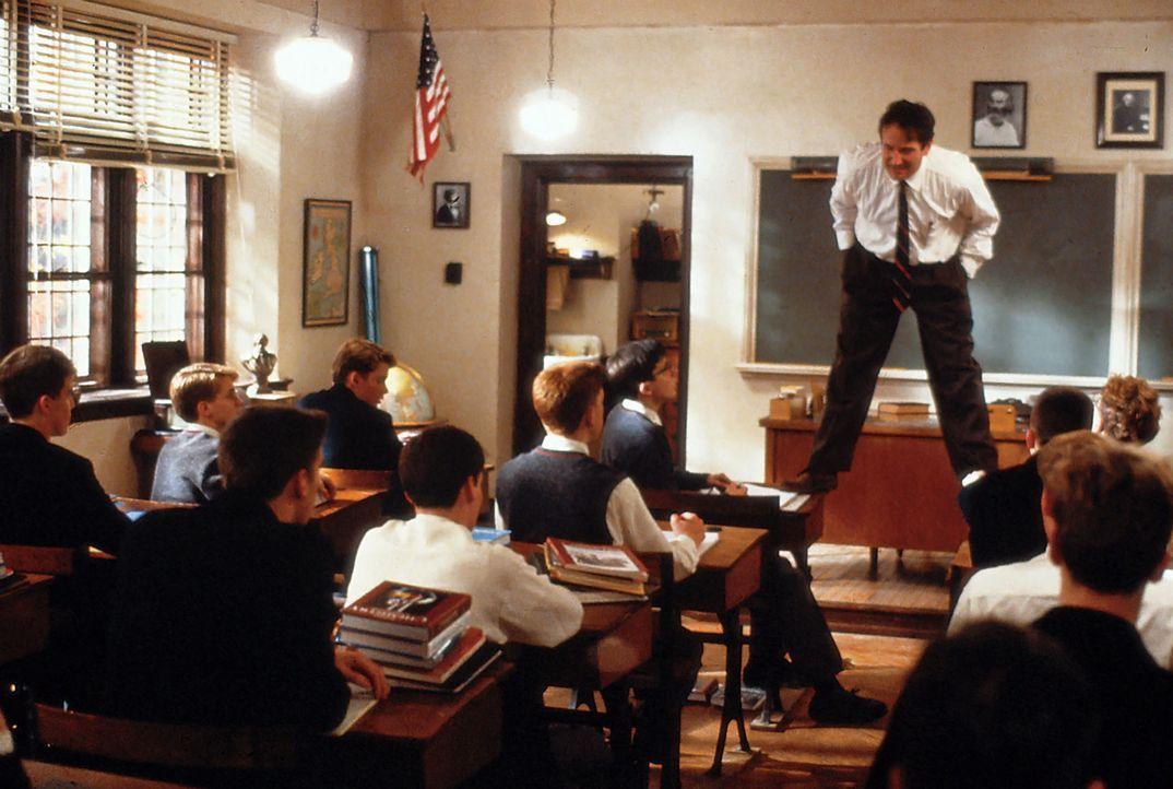 An dem erzkonservativen Elite-Internat sind John Keatings (Robin Williams) Lehrmethoden gewöhnungsbedürftig. - Bildquelle: Touchstone Pictures