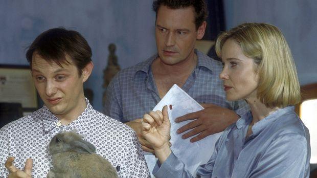 Kai (Stephan Benson, M.) will Mathilda (Ann-Kathrin Kramer, r.), aber nicht M...