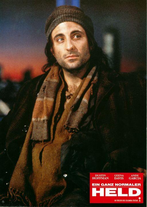 Der Hochstapler John Bubber (Andy Garcia) gibt sich als Retter der Verunglückten aus und wird von den Medien frenetisch als Held gefeiert ... - Bildquelle: 1992 Columbia Pictures Industries, Inc. All Rights Reserved.