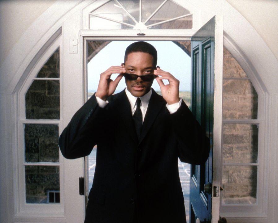 Als J (Will Smith) in einem scheinbaren Routinefall ermittelt, stößt er auf ein diabolisches Komplott, bei dem ihm nur eine einzige Person helfen... - Bildquelle: 2003 Sony Pictures Television International