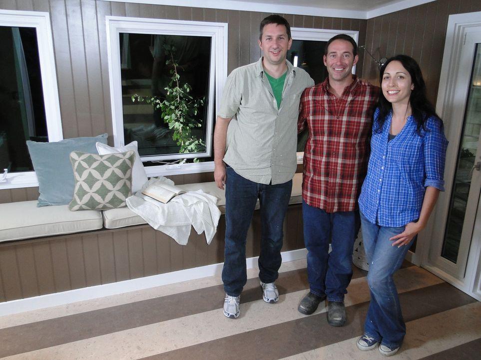 Josh Temples (M.) neuestes Projekt: In Süd-Kalifornien soll der Wintergarten von Jason Wang (l.) und seiner Frau (r.) in einen funktionalen Raum umg... - Bildquelle: 2012, DIY Network/Scripps Networks, LLC. All Rights Reserved.