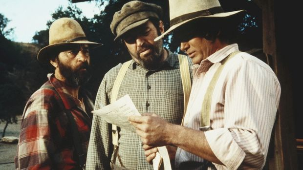 Edwards (Victor French, l.), Yuli (Theodore Bikel, M.) und Charles (Michael L...