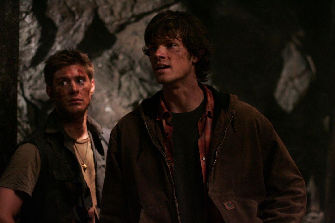 Sam (Jared Padalecki, r.) und Dean Winchester (Jensen Ackles, l.) folgen weiter den Koordinaten aus dem Tagebuch ihres Vaters ... - Bildquelle: Warner Bros. Television