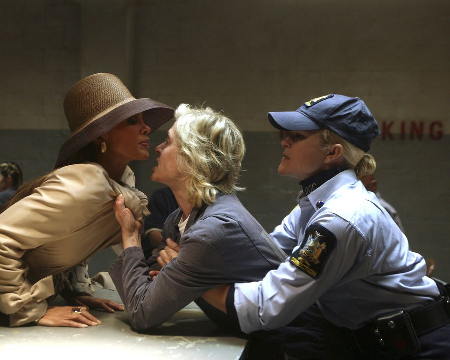 Als Claire (Judith Light, M.) erkennt, dass Wilhelmina (Vanessa Williams, l.) hemmungslos ist, rastet sie total aus ... - Bildquelle: Buena Vista International Television
